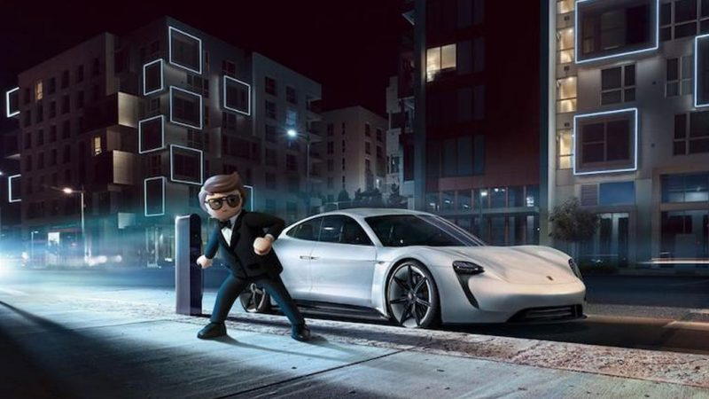 Rex Dasher rijdt de Porsche Mission E in PLAYMOBIL: THE MOVIE