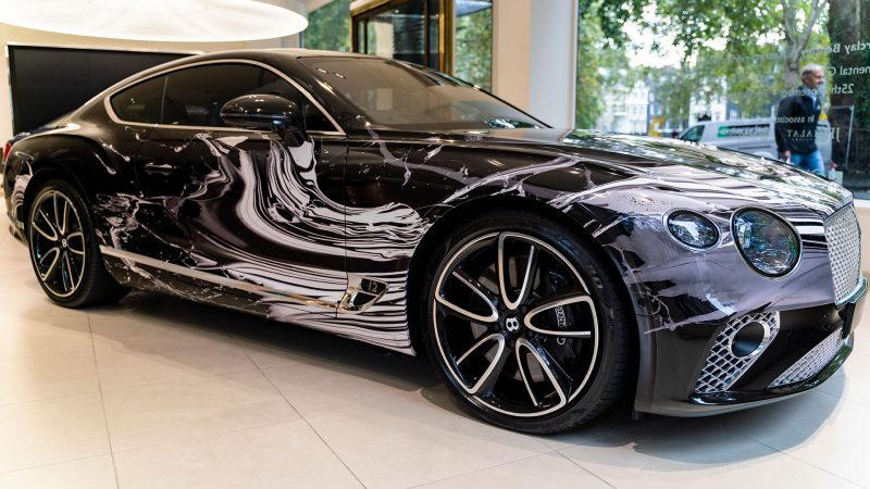 Kunstenares Katrin Fridriks maakt van de Bentley Continental GT een uniek kunstwerk