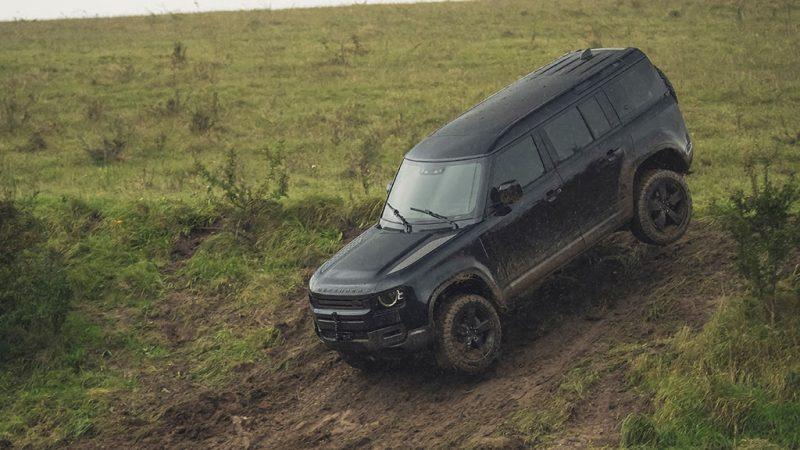 Nieuwe Land Rover Defender tot het uiterste gedreven in nieuwe James Bond-film