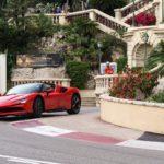 Ferrari SF90 Stradale en Charles Leclerc schitteren in remake van 'C'était un rendez-vous'