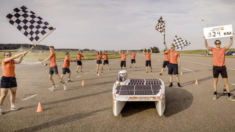 Studenten uit Delft verbreken wereldduurrecord zonnenracen